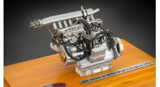 1/18 Mercedes-Benz 300 SLR ENGINE WITH SHOWCASE